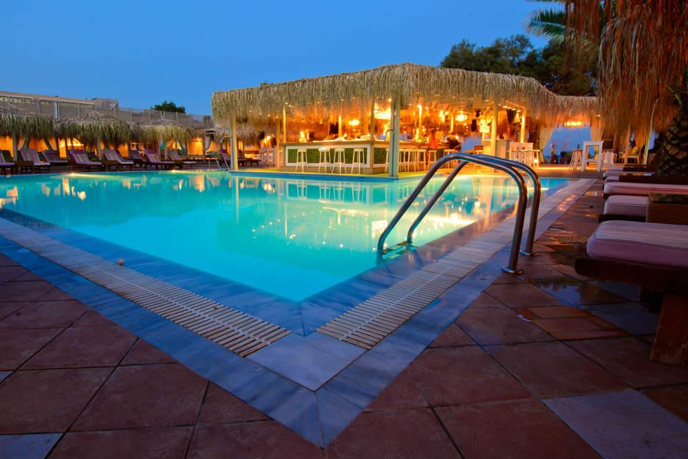 Jojo beach hotel bar santorin r servez maintenant au for Meilleur hotel santorin