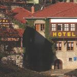 Galaxias Hotel, Мецовон
